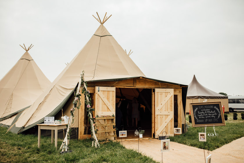 kirsty-michael-pytchley-tipi-wedding-379